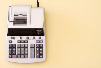 Regnskapshjelp er bare en kalkulator unna!